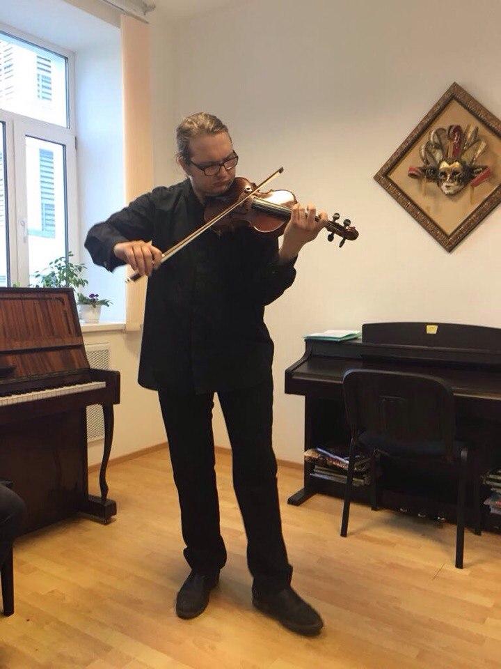 Партия скрипки - Нестор Никитин, партия фортепиано - Тун Се.