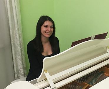 Донцова Радмила - преподаватель по фортепиано